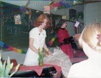 04 Marian van Gemert-de Reus Feb 1976 eindexamenklas van de groep van Feb 1972 op de voorgrond Marianne van Nunspeet