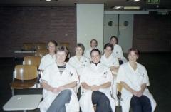 2001 Wendy, simone,Ellen, Hanny, anita, dianne, Claire en Linda in de hal